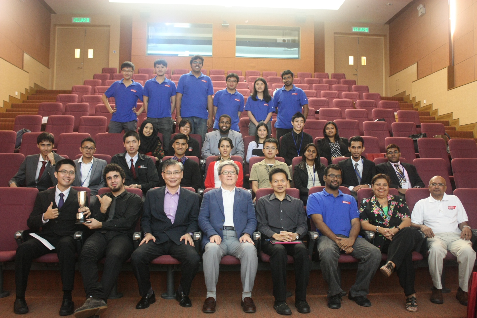 Group photo taken at SOfE Malaysia National Finals 2013-001